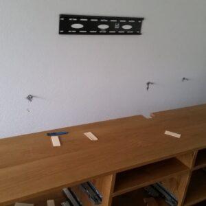 Eichen Möbel bei der Montage