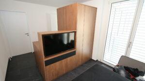 Kleiderschrank mit Tv-Nische