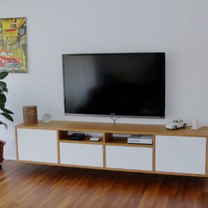 Tv-Möbel Eichenholz massiv mit weiss lackierten Schubladen