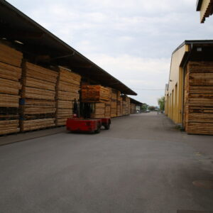 Transport des Arvenholz zum vermessen