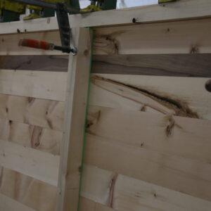 Verleimen des Arvenholz mit dem Nussbaum Einleimer