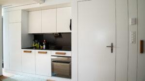 Küche und Wohnungsabschlusstüre