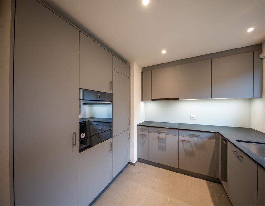 Hochschränke mit Kühlschrank und Steamer